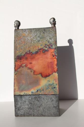 Urtidshus 45x24 rakubränd keramik och brons 2012