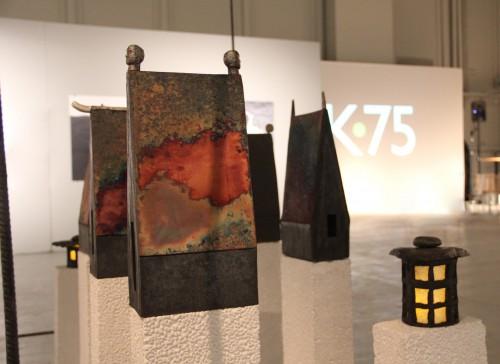 Urtidshus installation 200x100 cm rakubränd keramik med inslag av brons 2012